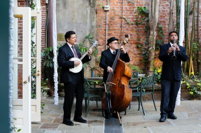 Don Vappie Trio performing for guests in the courtyard