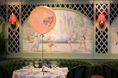 Centerpieces by Badass Balloons Co. compliment the Proteus murals in the Chanteclair Room