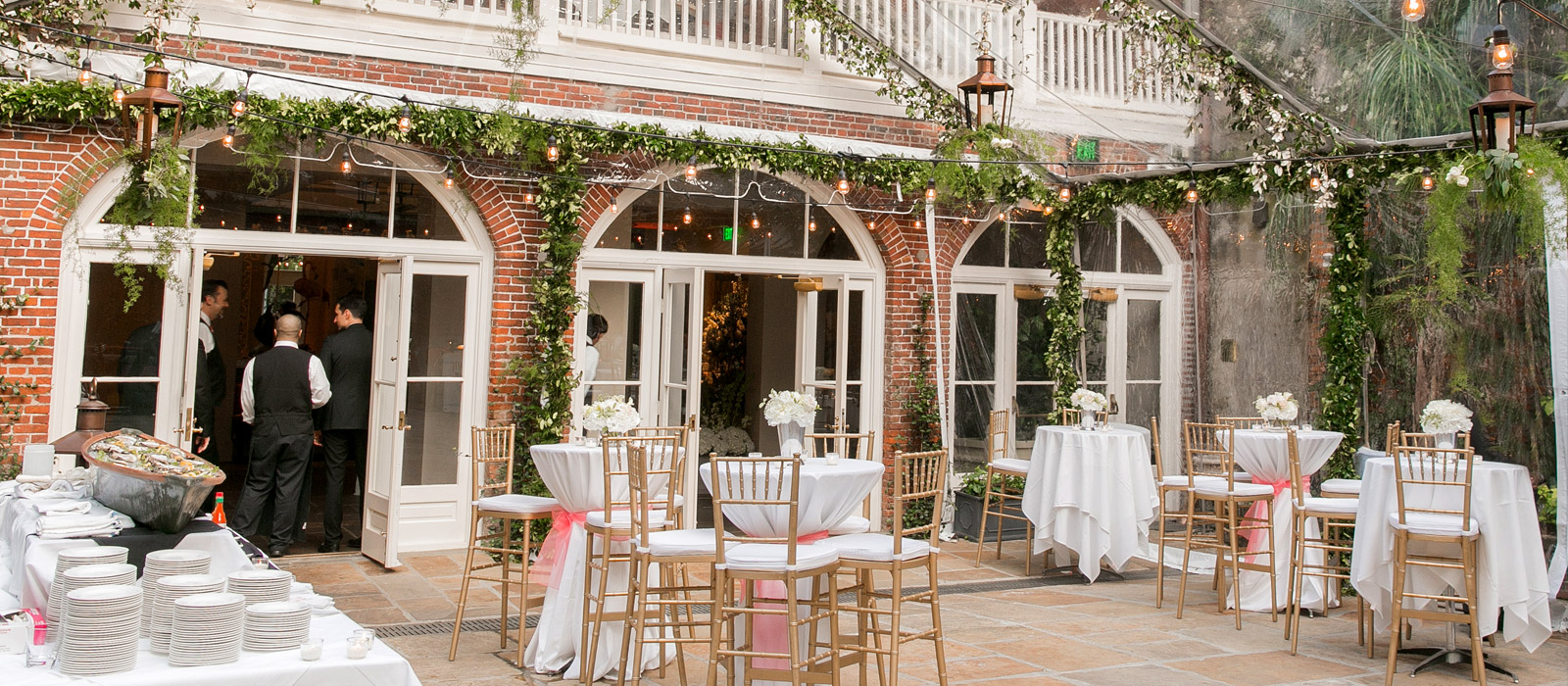 The Courtyard | Brennanu0027s Restaurant : A New Orleans Tradition Since 1946